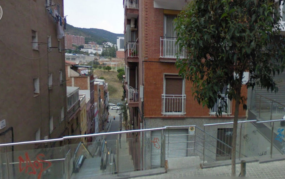 Эскалатор на крутой улице