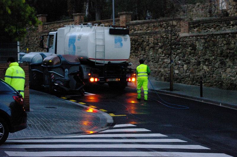 Мытье улиц в Барселоне