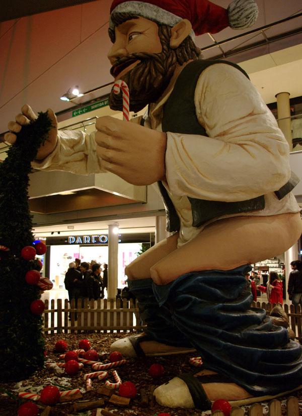 Барселона. Санта какает в торговом центре...