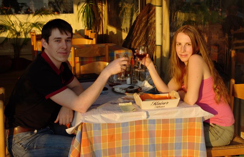 Довольные посетители ресторана Limanaki