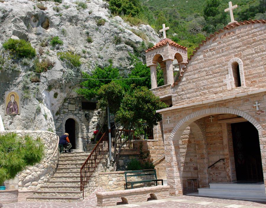 Монастырь святого Потапия. Вход в пещеру.