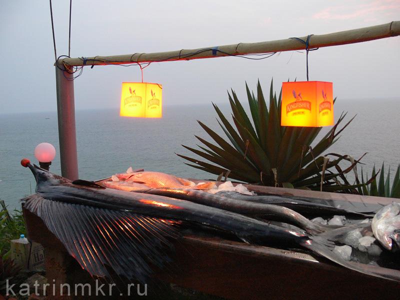Набережная в Варкале. Улов рыбаков для местных рыбных ресторанов.