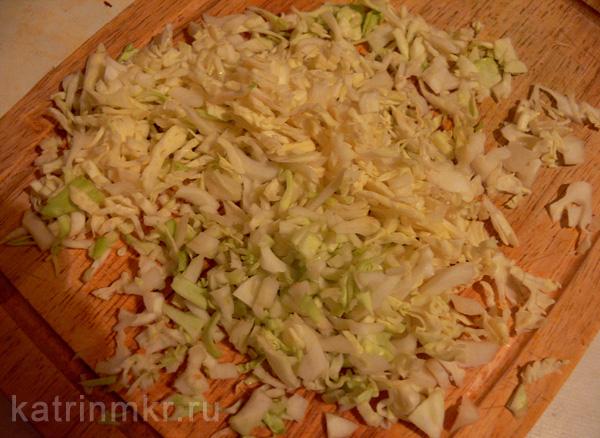 Начинка для фаршированных перцев. Мелко нарезанная капуста.