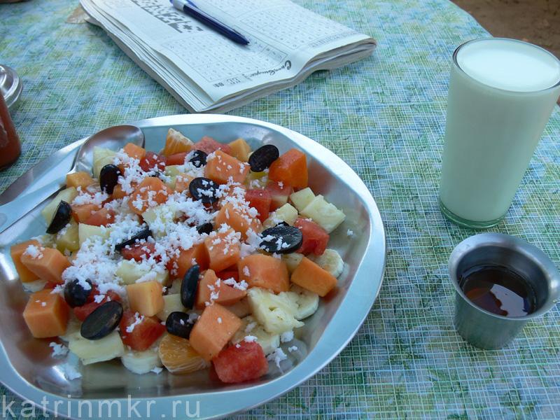 Фруктовый салат с медом и кефиром (curd)