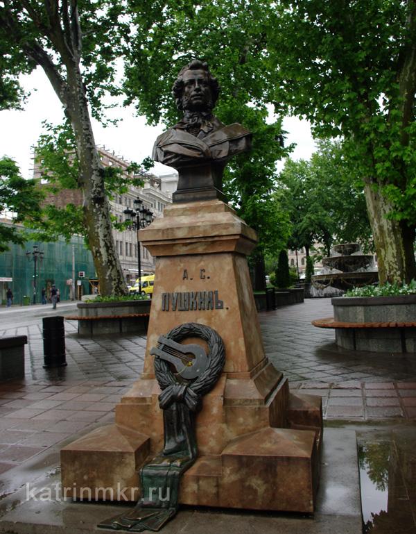 Тбилиси. Памятник Пушкину.