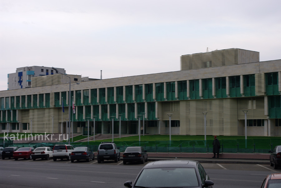 Тбилиси. Здание местного FBI, построенное на месте военного музея.