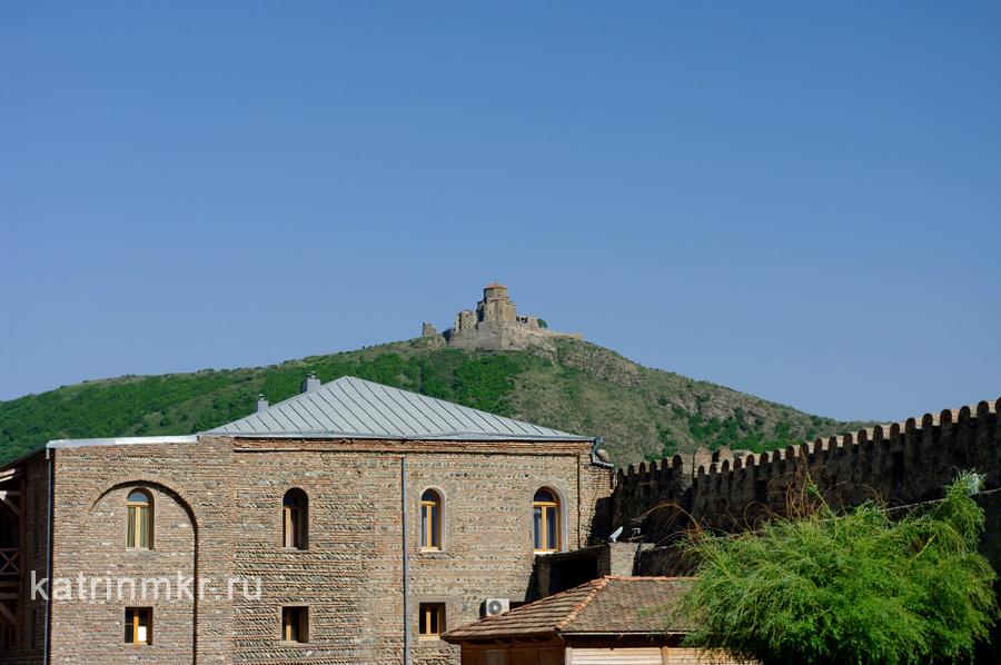 Храм Джвари на горе.