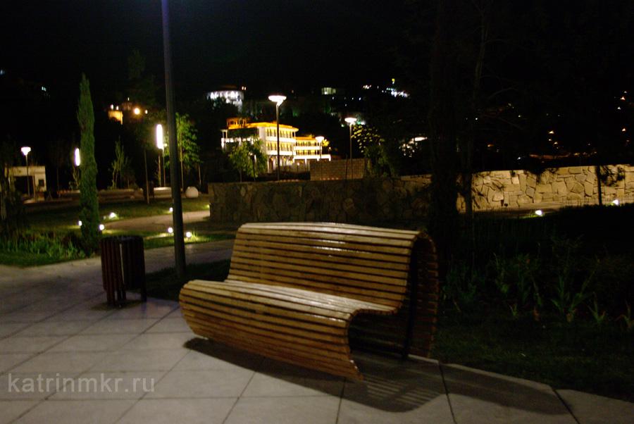 Тбилиси. Парк около моста Мира
