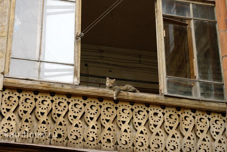 Тбилиси. Дворы бывшего проспекта Плеханова. Это коммунальные квартиры.