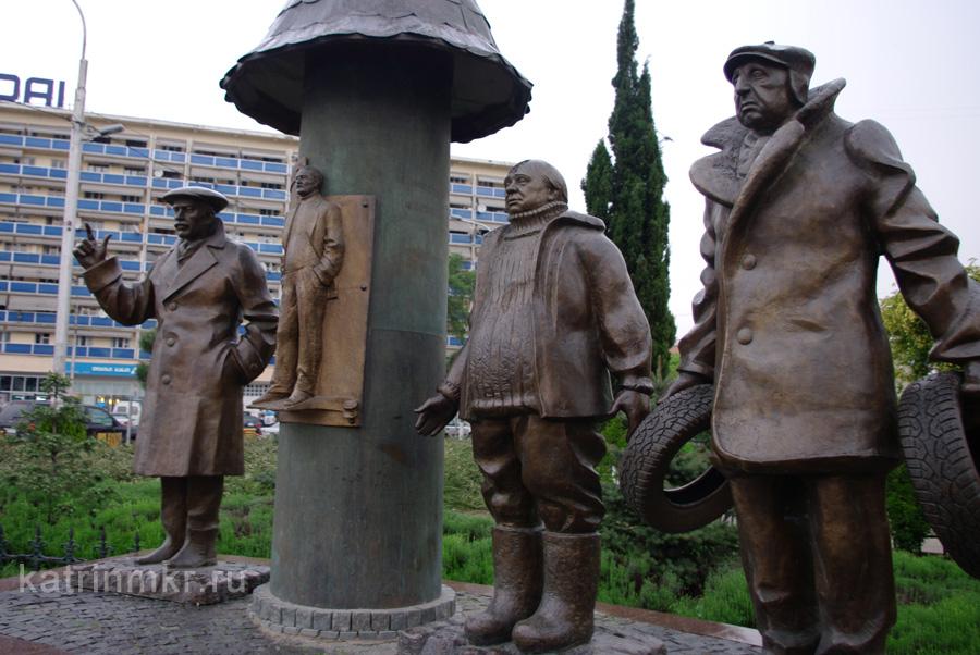 Тбилиси. Памятник Мимино около метро Авлабари.