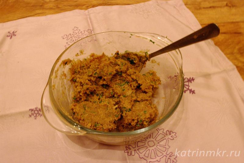 Пхали из Свеклы. Паста из орехов, зелени, чеснока , уксуса и немного воды.