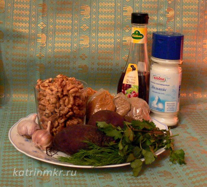 Пхали из свеклы. используемые продукты. Свекла, орехи, специи,чеснок, кинза, уксус и соль.